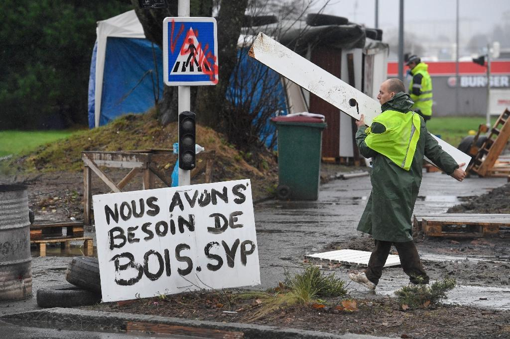 French Police Move Against Last Yellow Vests Redoubts