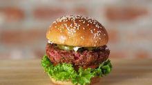O vegano Impossible Burger parece carne, mas será que seu consumo é seguro?