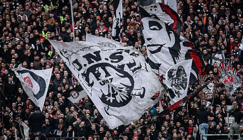 Bundesliga: Eintracht-Vorstand Hellmann entschuldigt sich für Hetzplakat