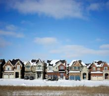 Canada home sales, average price decline in April from March