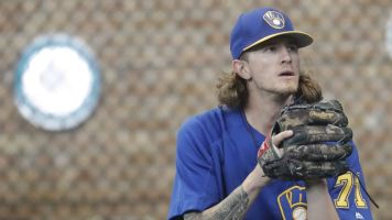 Brewers rally around Josh Hader after tweets