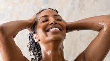 Ce produit sous-estimé n'est pas souvent utilisé au cours d'un shampoing… Pourtant il fait de beaux cheveux