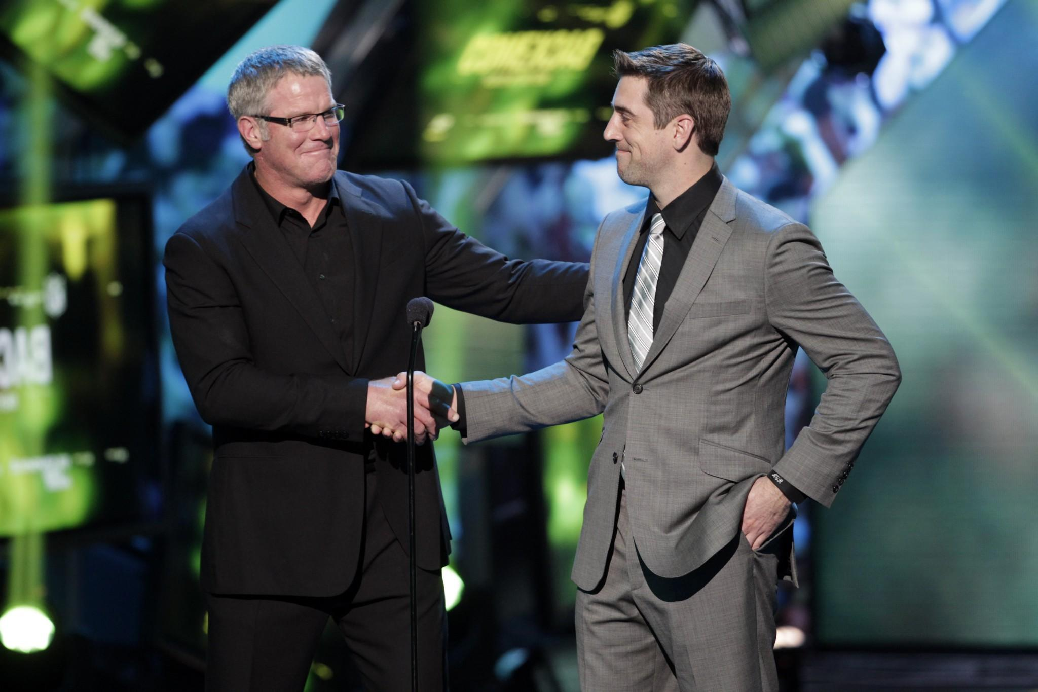 No 'Grandpa' here: Aaron Rodgers denies story of his first meeting with Brett  Favre
