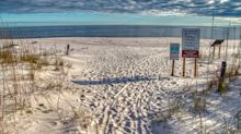 Spaziergängerin entdeckt kopflosen Körper am Strand in Florida