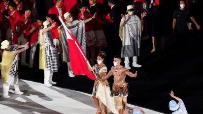 Duelo de pectorales aceitosos en la inauguración de los JJOO de Tokio