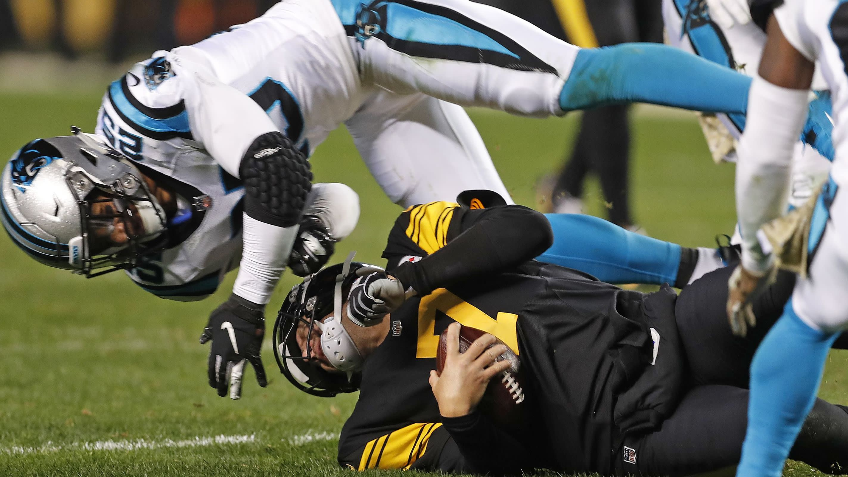 Eric Reid ejected for ugly hit on Big Ben