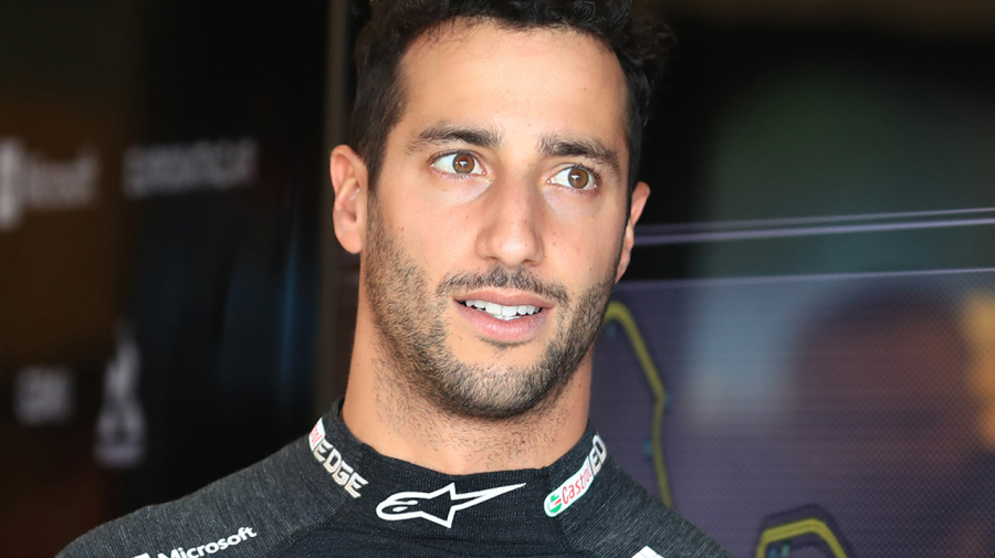 '50-50': Daniel Ricciardo hints at shock Supercars switch