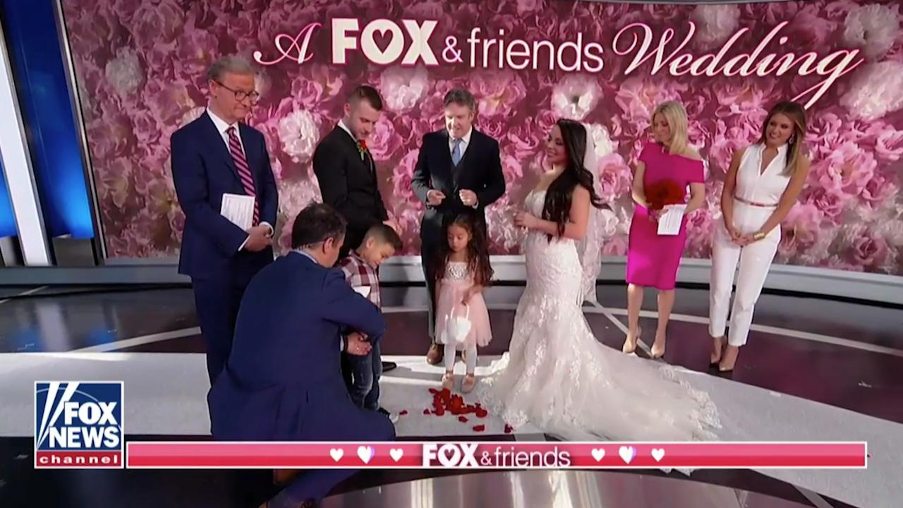 Fox S Wedding.Fox Friends Holds On Air Wedding Ceremony And Viewers React