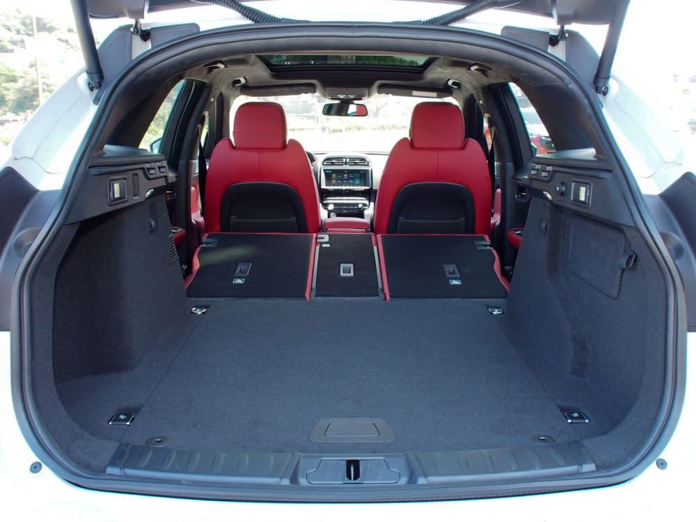 行李箱基礎容量508公升,可擴充至最大1598公升。