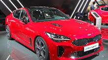 '2 Dudes' give the Kia Stinger 2 thumbs up