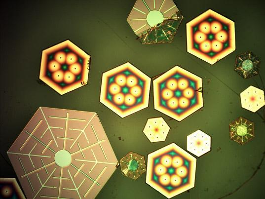 Snowflake-shaped photovoltaic cells bring the holiday cheer