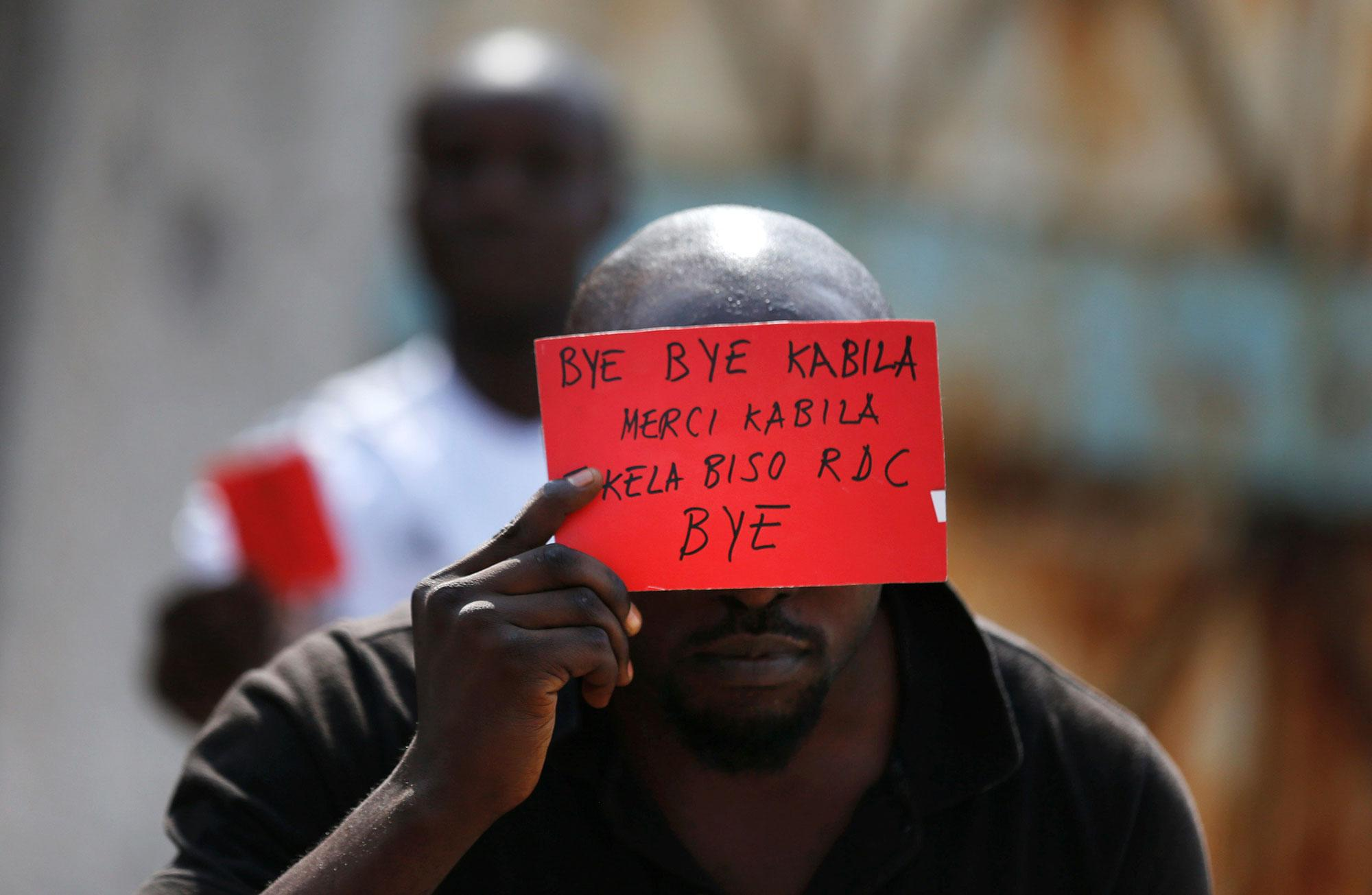 <p>A Congolese opposition party supporter displays a red card against President Joseph Kabila in Kinshasa, Democratic Republic of Congo on Dec. 19, 2016. (Photo: Thomas Mukoya/Reuters) </p>