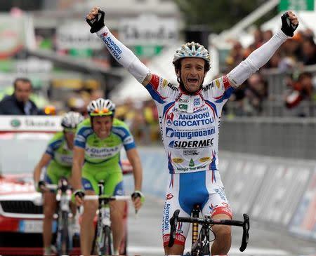 El veterano ciclista Scarponi muere en un accidente mientras entrenaba