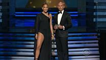 Grammy Awards 2013: Jennifer Lopez's Leg Takes Center Stage