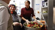 Meghan Markle Cooks at the Hubb Community Kitchen Ahead of Thanksgiving: Pics!