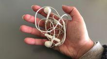 Evita que tu cable de auriculares se líe con este truco