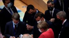 """Líderes da UE dão """"últimos passos"""" para acordo de recuperação após dias de impasse"""
