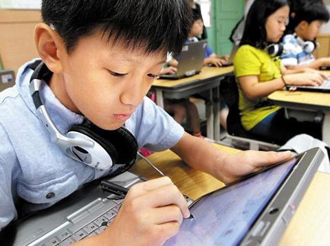 South Korea plans to convert all textbooks to digital, swap backpacks for tablets by 2015