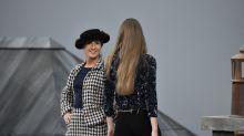 Paris Fashion Week: Gigi Hadid salva el desfile de Chanel tras sacar a una intrusa de la pasarela