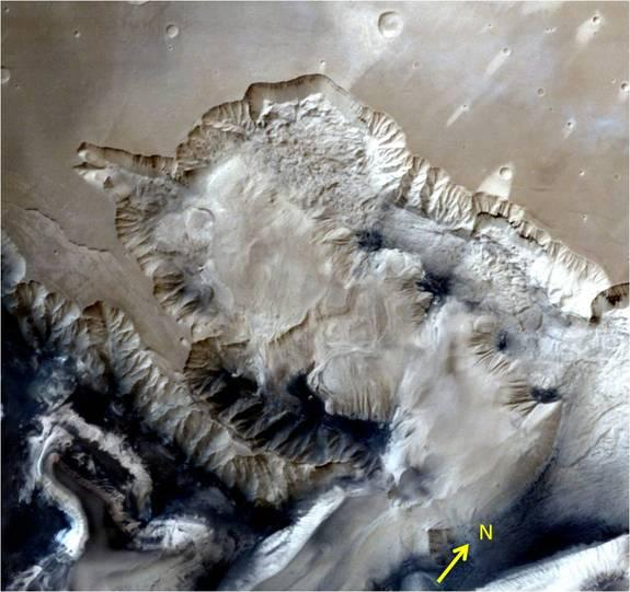 This 3D portrayal of the Ophir Chasma canyon on Mars was taken by India's Mars Orbiter Mission.