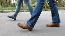 Caminar despacio podría hacer que parezcas más viejo a los 45 años