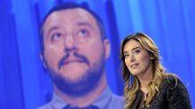 "Boschi a Salvini: ""Sarei una mummia?"". Poi pubblica una foto in bikini"