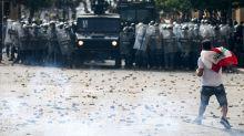 Polícia lança bombas de gás em grupo que protestava após explosão em Beirute