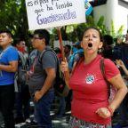 Court blocks Trump plan to halt asylum applications at Mexico border
