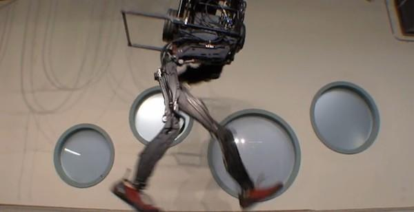 Boston Dynamics PETMAN predicts the future of man as pet (video)