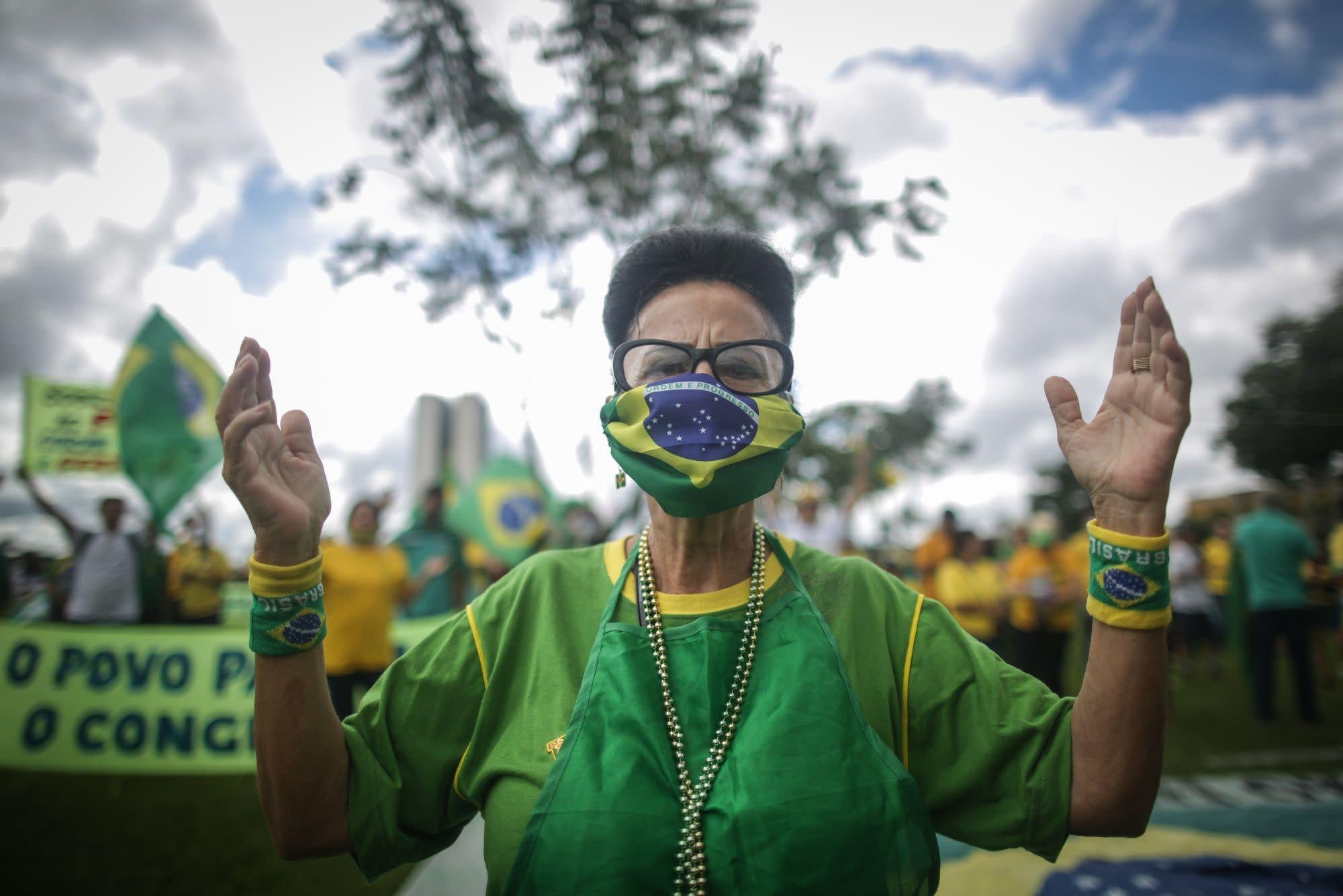 Bolsonaro Lauds Protesters Taking to Streets Despite Virus Risk