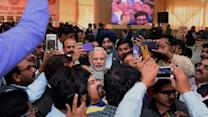 Senior journalists going gaga for selfie with Modi