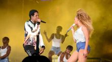 Random Person Runs On Stage During Beyoncé and JAY-Z's On the Run II Atlanta Stop