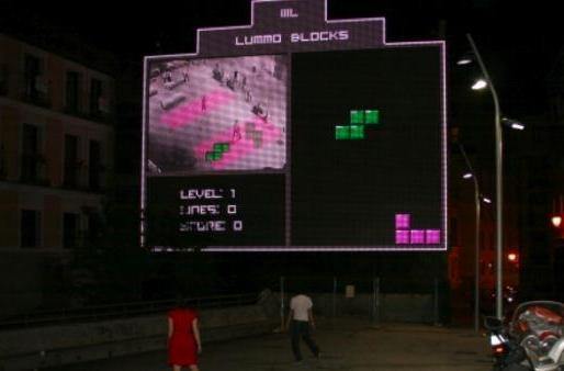 Body tracking Tetris game lights up the streets of Madrid (video)