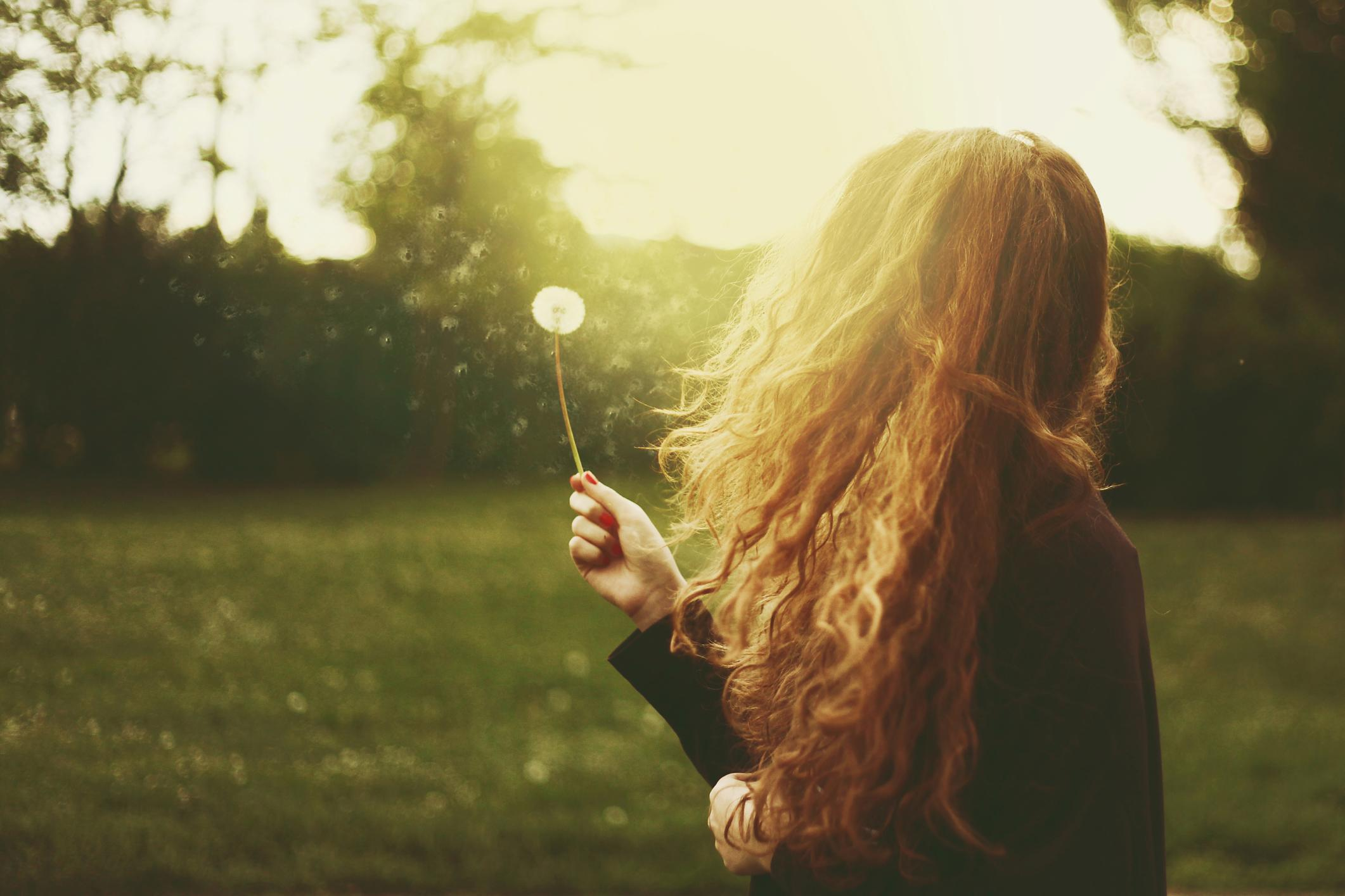 Дня дружбы, картинки девушки спиной русые волосы красивые
