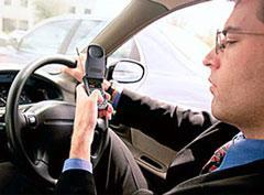 UK drivers caught texting could get 2 years behind bars
