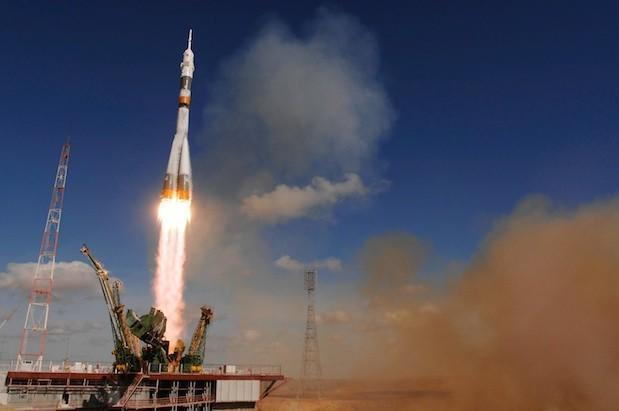 NASA extends contract with Russia for ISS crew transportation, doesn't see domestic flights until 2017