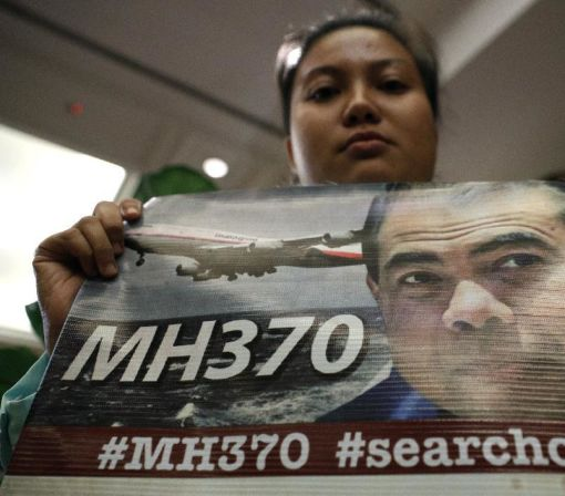 Officials to decide whether to extend search for Flight 370