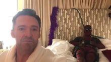 Mira a Deadpool interrumpiendo un mensaje de cumpleaños de Hugh Jackman ¡Es genial!