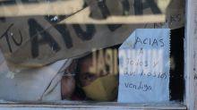Familia en México se contagió de COVID-19 y pide ayuda con un letrero en su ventana