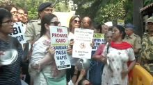 PMC Bank Depositors Protest Outside Maharashtra CM Uddhav Thackeray's Residence 'Matoshree'