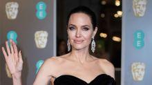 Angelina Jolie deslumbra en los Premios Bafta 2018 enseñando sus tatuajes