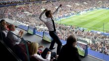La photo de Macron célébrant la victoire des Bleus est devenue virale