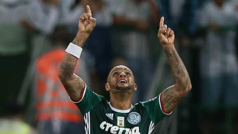 Após afastamento no Verdão, torcida do Flamengo sonha com retorno de Felipe Melo
