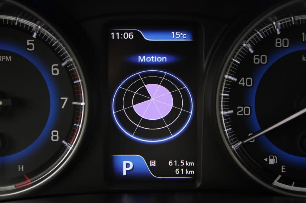 行駛G力追蹤,行駛時圖示會出現一輛車方便駕駛對照