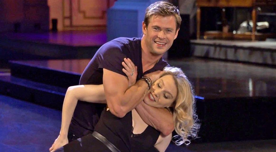 watch chris hemsworth and kate mckinnon get physical in