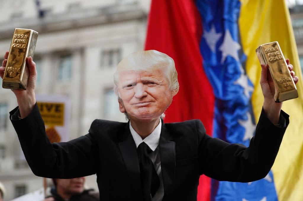 Demonstrators demanded the release of Venezuelan gold