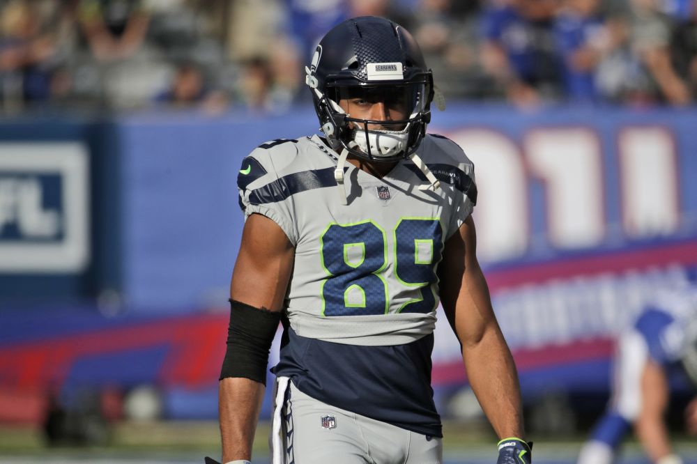 Seahawks receiver Doug Baldwin shoved offensive line coach Tom Cable on the sideline Sunday. (AP)