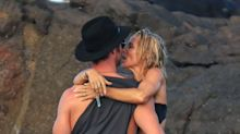 ¡Derroche de pasión! Chris Hemsworth no puede quitarle las manos de encima (o del culillo) a Elsa Pataky