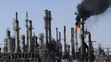 Oil Falls Most in Eight Weeks as Investors Avoid Risky Assets