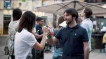 El vídeo italiano que agita conciencias sobre la vuelta a los bares y a ver a los amigos